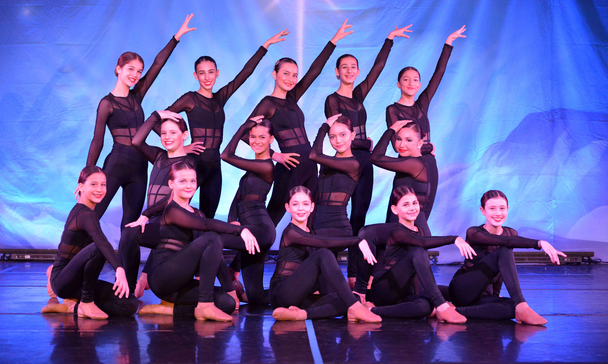 Gulliver middle school dancers performing a jazz number